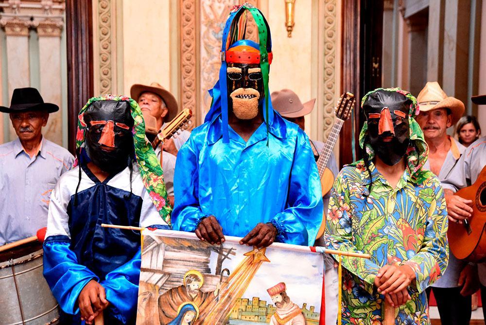 Em Minas Gerais, folia de Reis é patrimônio imaterial do estado