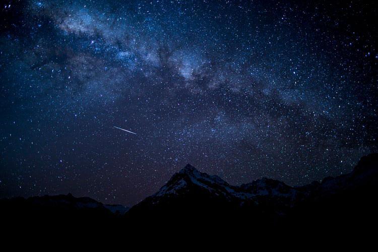 Peçamos a graça de sermos estrelas a iluminar o caminho dos nossos semelhantes