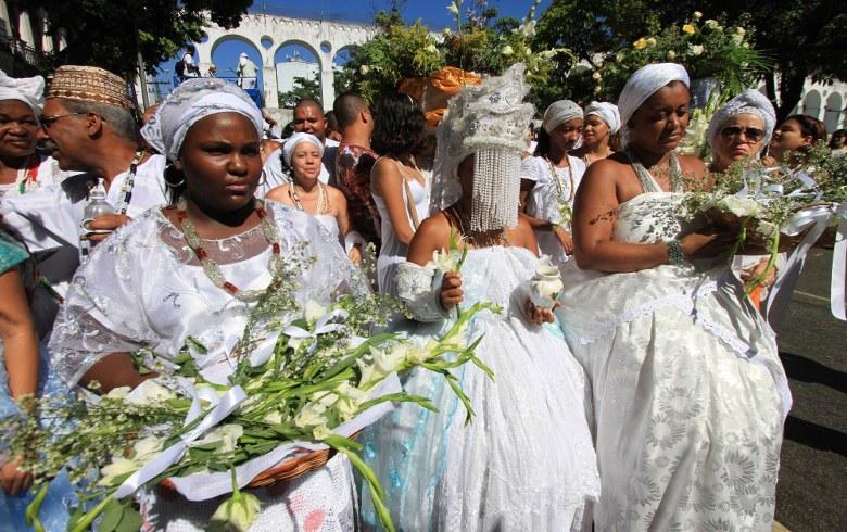 Nos cultos afro-brasileiros, sobretudo nos candomblés, a imagem da Grande Mãe é perpetuada a partir dos orixás femininos, as Iyabás