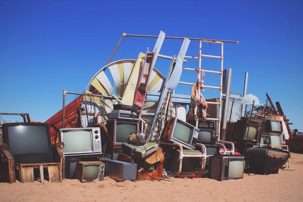 Além de mal-acostumada com sua antiga opulência, a TV ainda enfrenta a concorrência dos nossos celulares