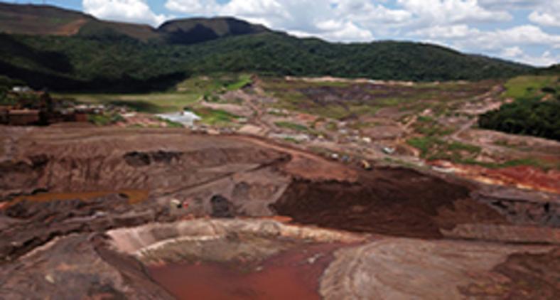 Vista aérea da Mina do Córrego do Feijão, da mieradora Vale, onde o colapso de uma barragem de rejeitos de mineração em 25 de janeiro de 2019 deixou 270 mortos (AFP)