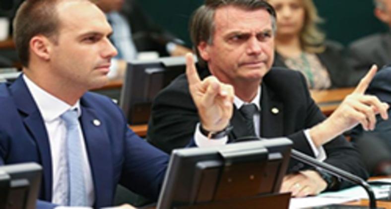 Eduardo e Jair Bolsonaro (Pozzebom / Agência Brasil)