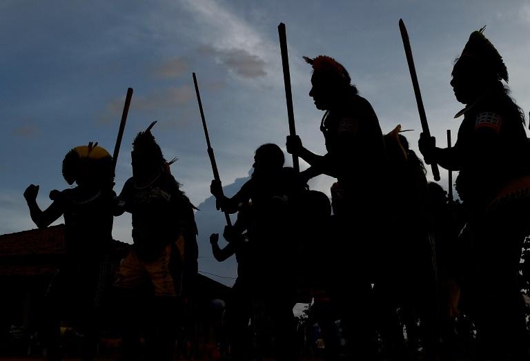 Membros da tribo Kayapo celebram cerimônia durante encontro em Piaracu village, near Sao Jose do Xingu, Mato Grosso, 24 de janeiro de 2020