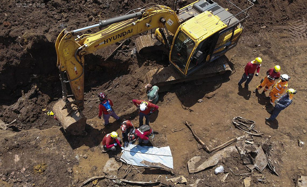 Bombeiros encontram mais um corpo de vítima da tragédia em Brumadinho