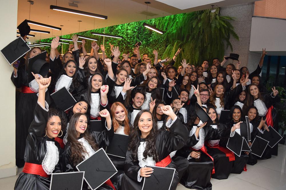 Formandos de Direito do turno noite colaram grau neste sábado (8)