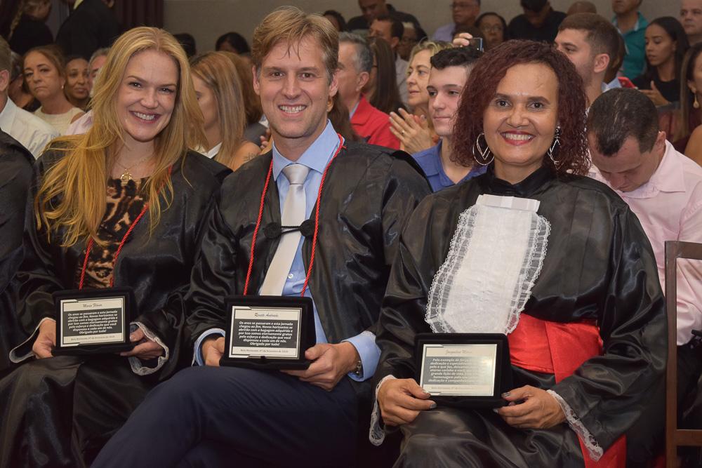 Professores Maria Flávia Máximo e Renato Campos, e funcionária Jaqueline Maria recebem homenagens das turmas da manhã