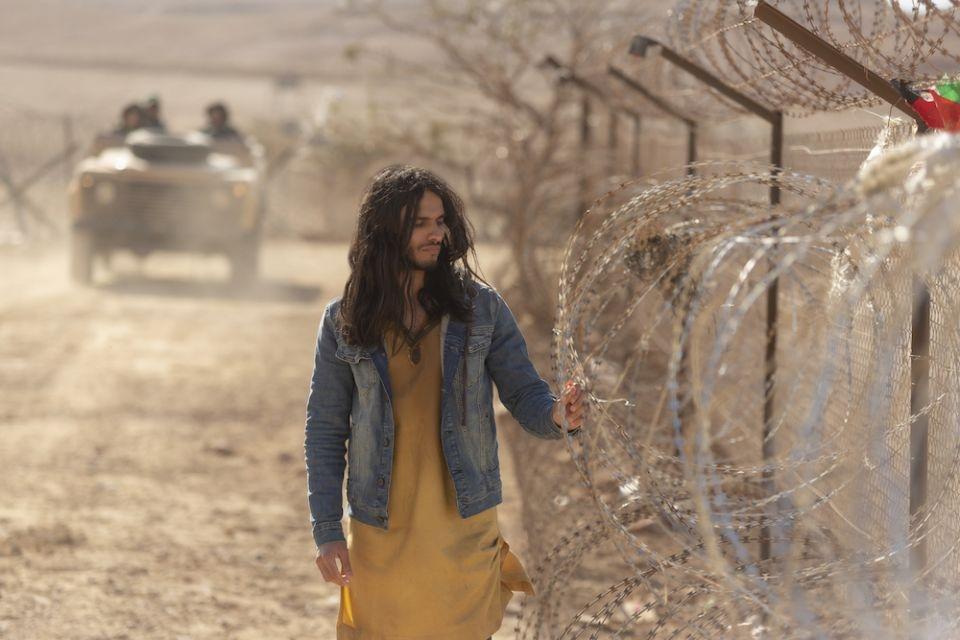 Mehdi Dehbi é o homem misterioso Al-Masih na série da Netflix