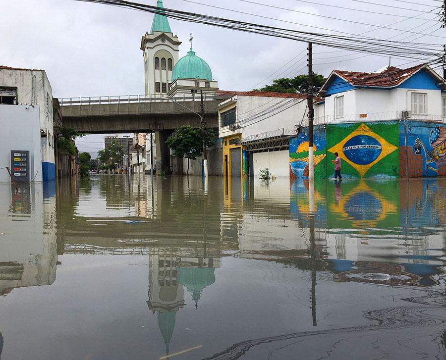 Capital paulista registra mais de cem pontos de alagamentos