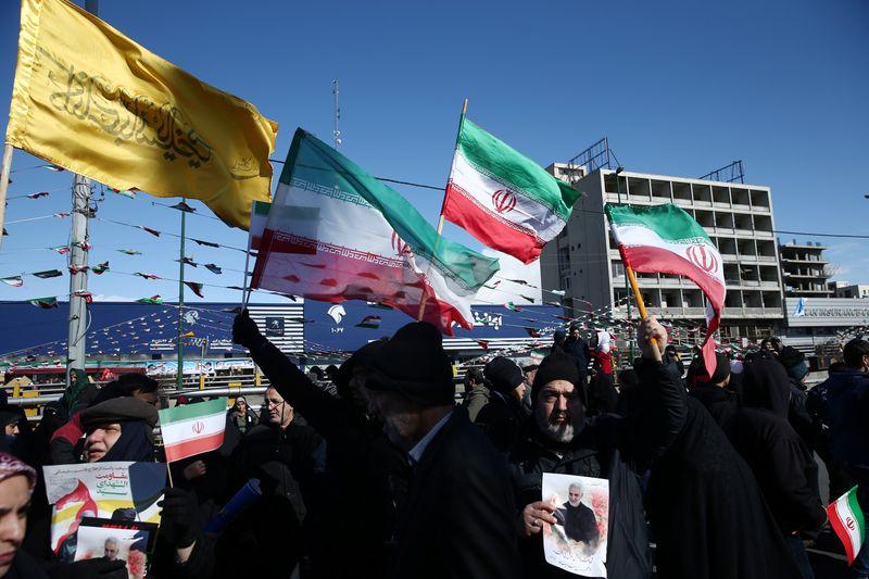 Milhares de iranianos celebram Revolução Islâmica em meio a crescentes tensões com EUA