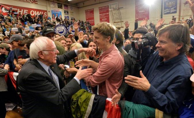 Pré-candidato presidencial Bernie Sanders em um comício em Keene, New Hampshire