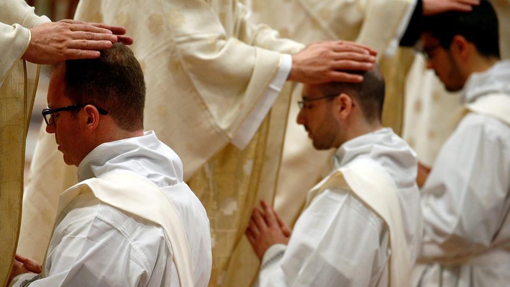 Questão da ordenação de casados deverá ser trabalhada agora com o papa, nas instâncias da Santa Sé