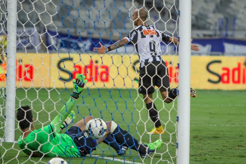 Tardelli comemora gol na final da Copa de Brasil de 2014, contra o Cruzeiro