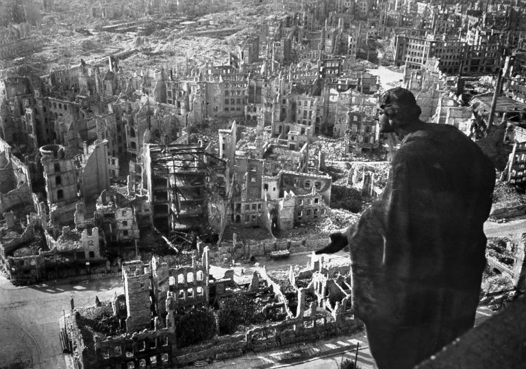 (Arquivo) Os historiadores pensam que o bombardeio de Dresden em 13 de fevereiro de 1945 matou 25.000 pessoas