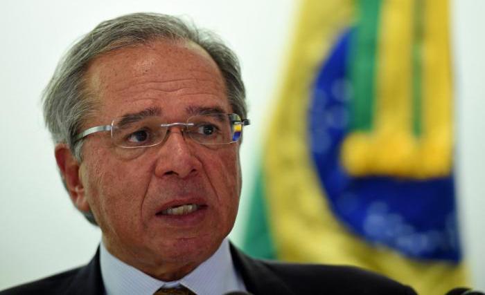 Ministro deu mais uma declaração polêmica, dessa vez ao falar sobre a alta do dólar.