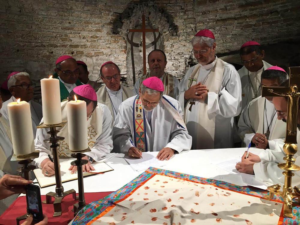 Bispos do Brasil assinam