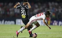 'A arbitragem alegou que eu retardei o chute para sofrer o contato, mas naquela velocidade eu não conseguiria finalizar' (Paulo Pinto / saopaulofc.net)