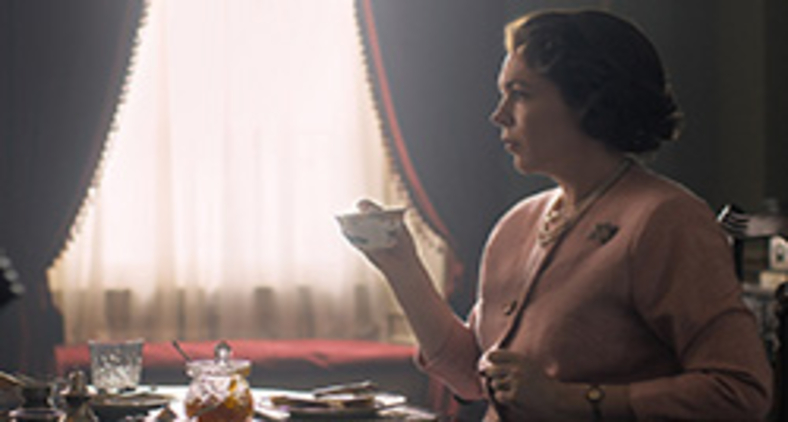 Olivia Colman no papel da rainha Elizabeth em 'The crown' (Divulgação/ Netflix)