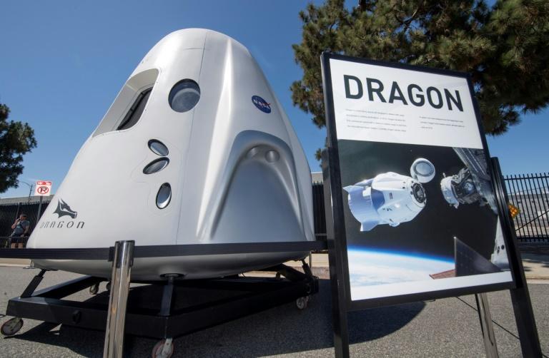 Os turistas serão transportados na cápsula Dragon da tripulação da SpaceX, que foi desenvolvida para transportar os astronautas da NASA