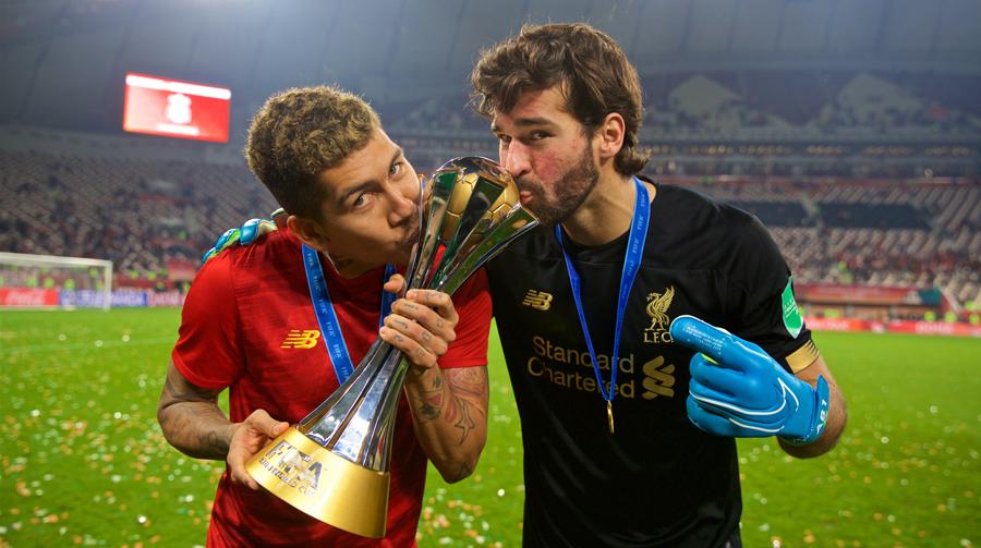 Brasileiros Roberto Firmino e Alisson fazem sucesso no futebol inglês