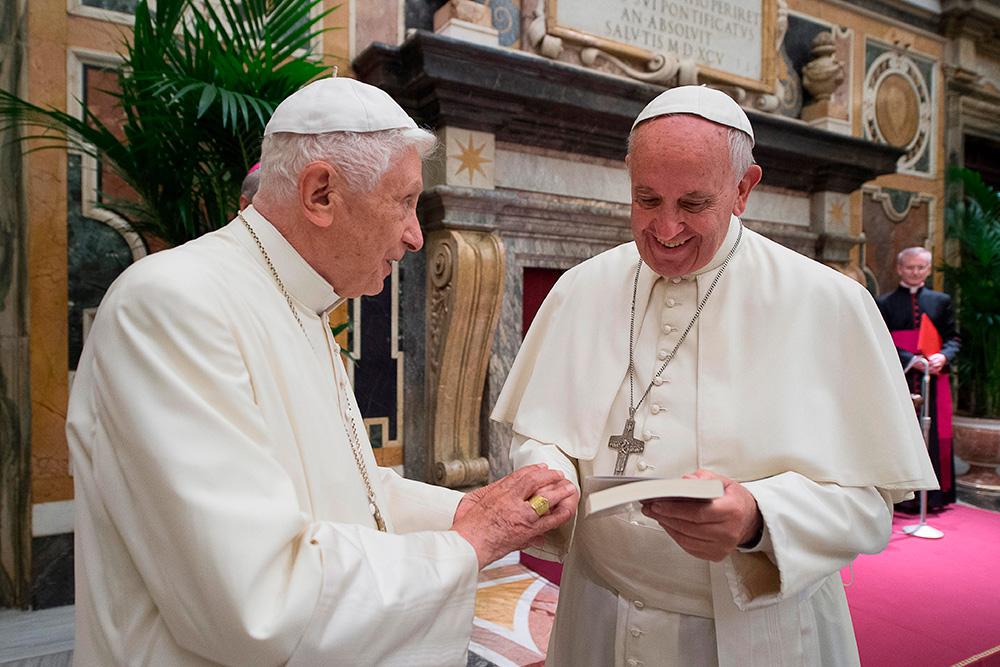 O papa Francisco não é o primeiro: Bento XVI também pediu uma 'economia civil', em sua encíclica 'Caritas in Veritate'