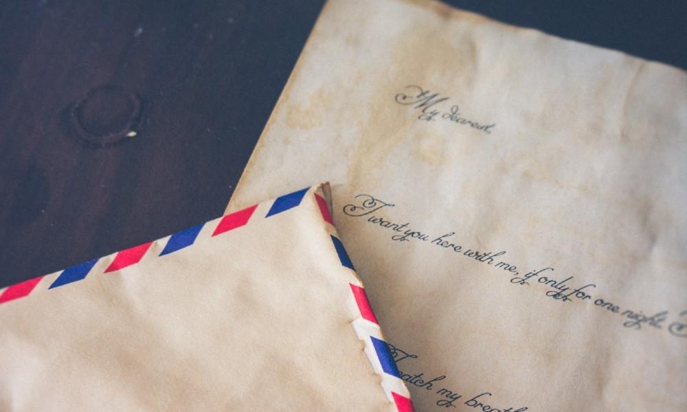 Sendo destinatário de tantas e tantas cartas de amores que no juntar dos anos já não mais sabia delas e quantas eram elas.