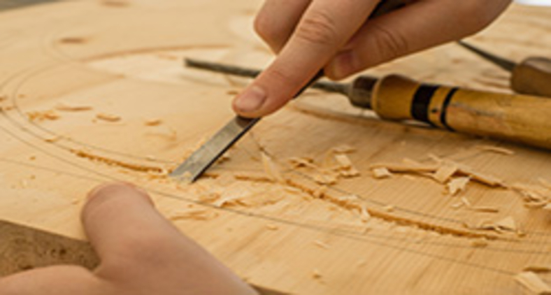 'O marceneiro marcena e o carpinteiro carpinta', ironizava o cumpadre (Dominik Scythe/ Unsplash)
