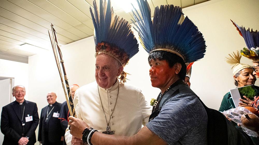 Papa Francisco se reúne com a grupo indígena da Amazônia no Vaticano, em 17 de outubro de 2019
