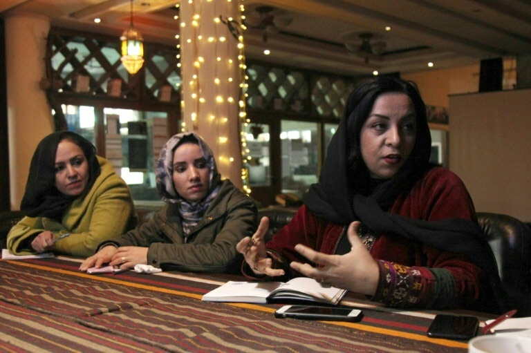 Diretora de cinema afegã Roya Sadat em uma reunião de edição em sua produtora Roya Film House, de Cabul, em fevereiro de 2020