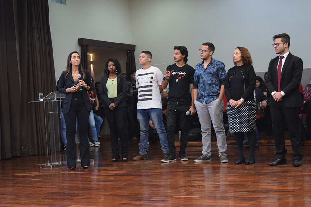 Os grupos de Iniciação se apresentaram nesta sexta-feira (7)