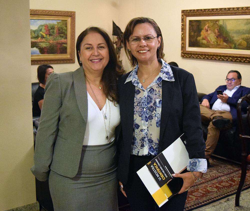 Professoras Beatriz Costa, pró-reitora de pesquisa, e Anacélia Santos, pró-reitora de ensino