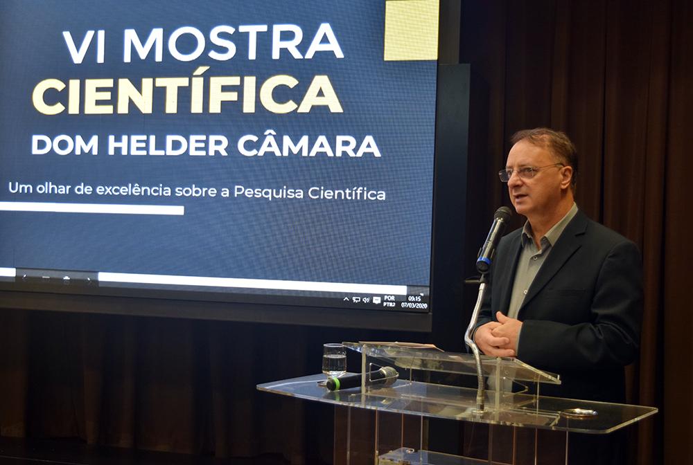 Professor Paulo Stumpf, reitor da Dom Helder, abre o segundo dia da VI Mostra Científica
