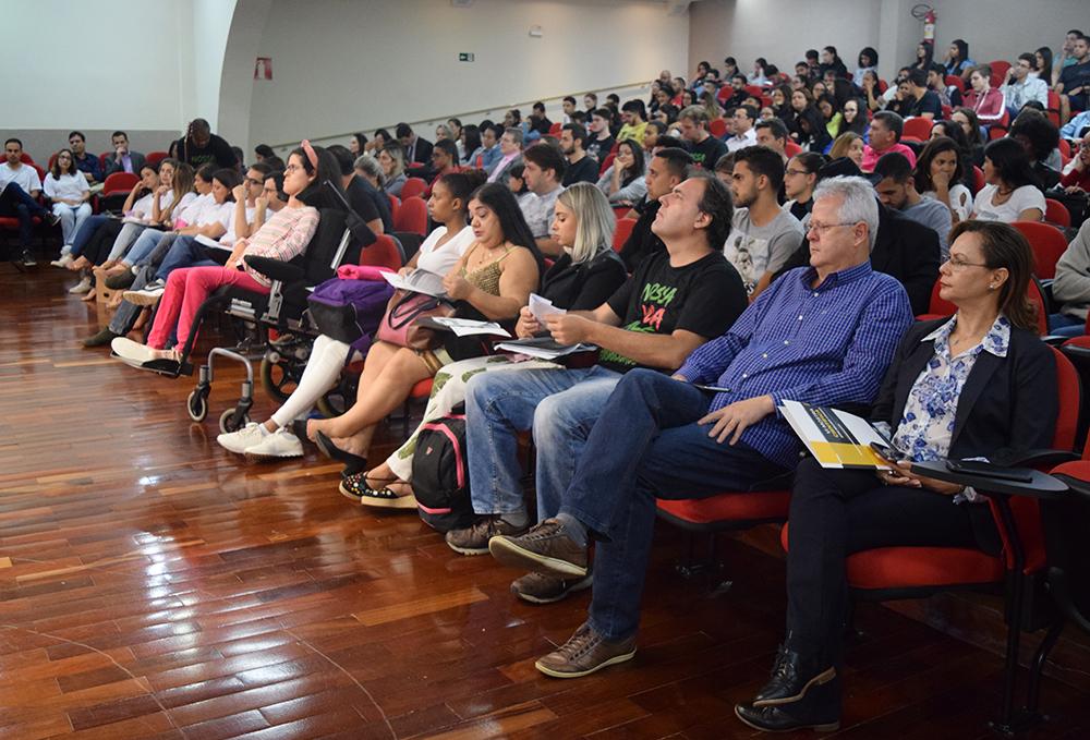 Plateia acompanha apresentações dos Grupos de Pesquisa