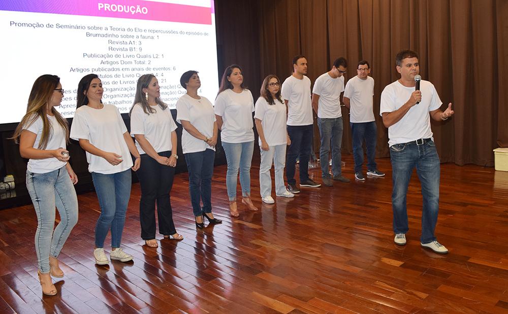 """Apresentação do grupo """"A possibilidade da defesa dos ambientes pelo Direito Penal"""""""