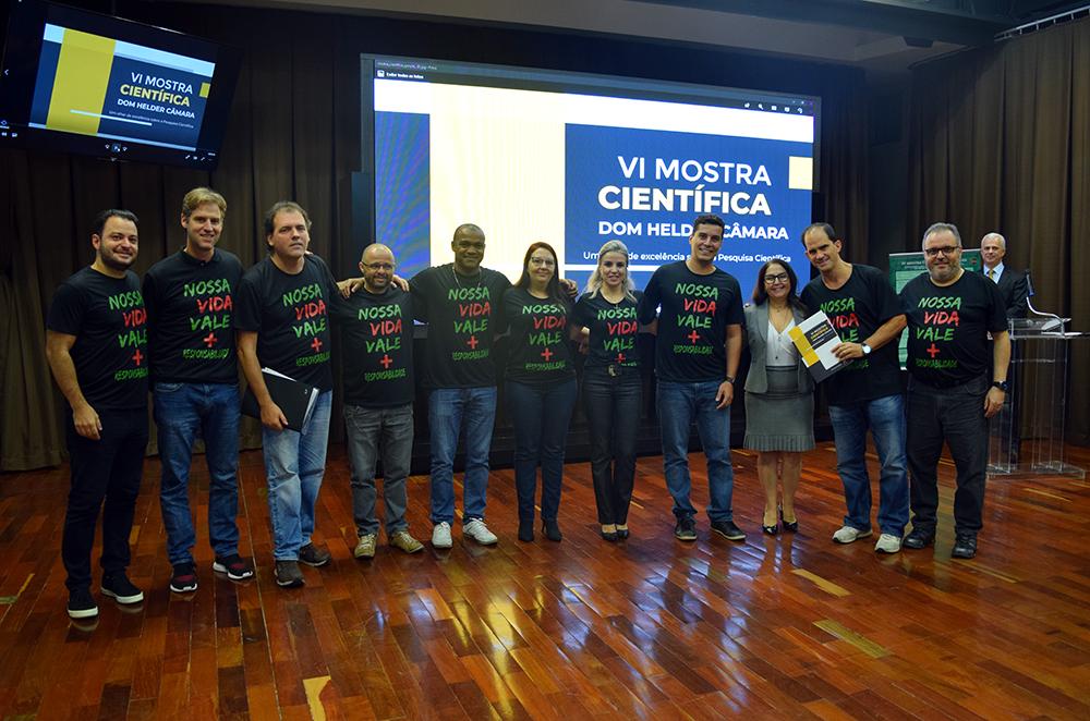 """Grupo """"Responsabilidade civil por danos ao meio ambiente no Brasil"""" recebe a premiação pelo terceiro lugar"""