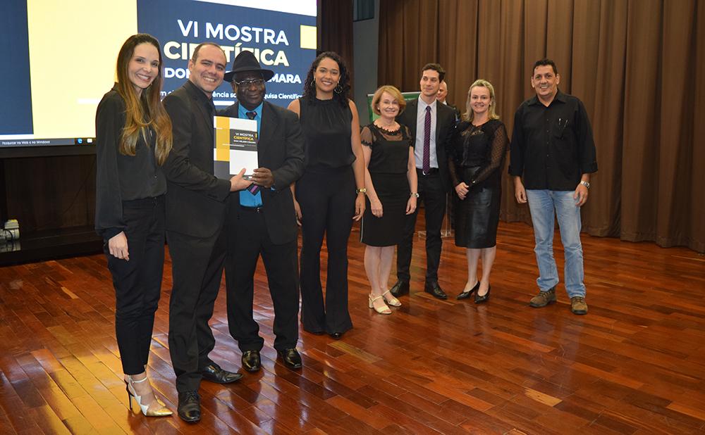 """Grupo """"Regulação ambiental da atividade econômica sustentável"""" recebe a premiação pelo segundo lugar"""