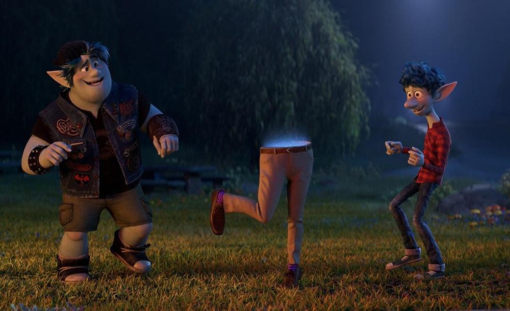 Ian e Barley precisam correr contra o tempo para completar o feitiço e conhecer o pai, que vai a reboque, apenas um par de calças puxado por uma coleira - mais Pixar, impossível.