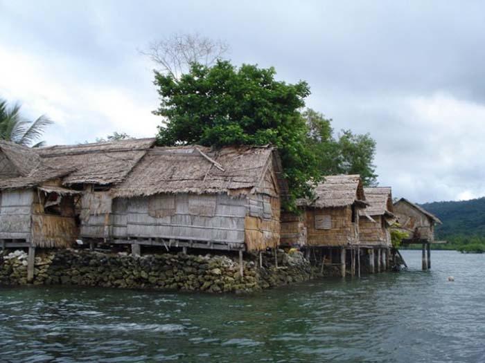 A ilha Raolo, nas Ilhas Salomão, é um dos inúmeros lugares ameaçados pela elevação do nível do mar