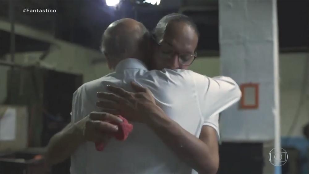 O abraço de Dráuzio Varella em uma mulher trans presa foi uma das cenas de maior afeto e solidariedade da televisão brasileira nos últimos tempos e causou controvérsias