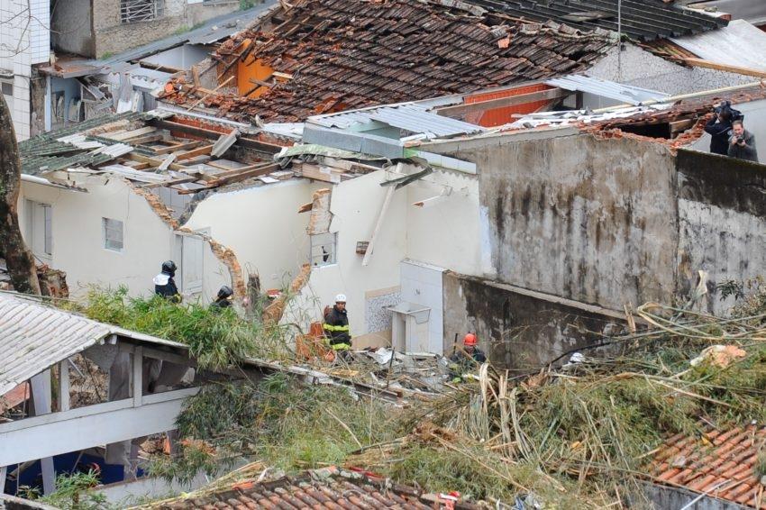 Queda do avião que matou político ainda afeta moradores de Santos