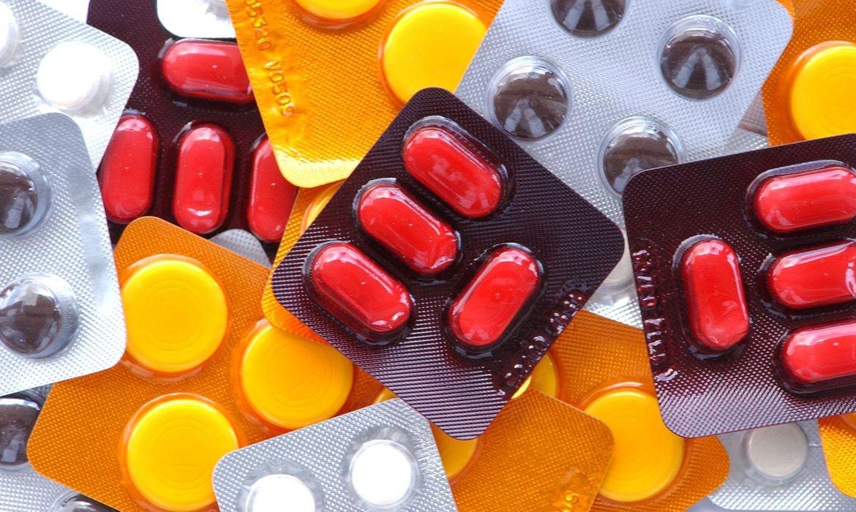 Os medicamentos mais populares com ibuprofeno estão Advil, Alivium, Artril e Buscofem