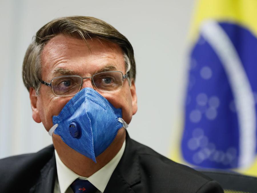 Presidente volta a tratar pandemia com descaso, indo na contramão do ministro da saúde e de líderes mundiais