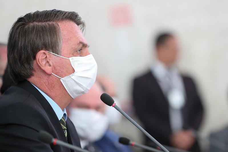 Bolsonaro ignora pandemia que parou o Brasil e pode matar milhares de brasileiros