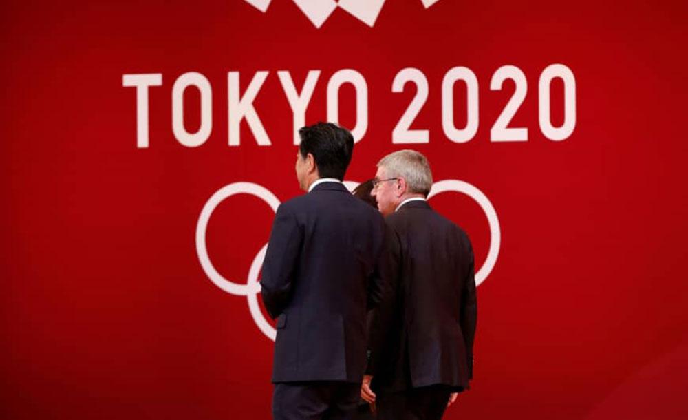 Primeiro-ministro  Shinzo Abe e o presidente do COI,  Thomas Bach.