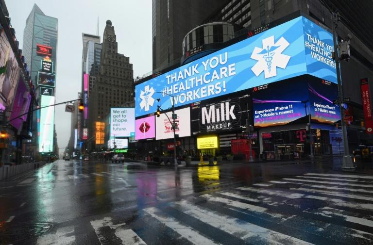 Vista da Times Square, em Nova York, deserta