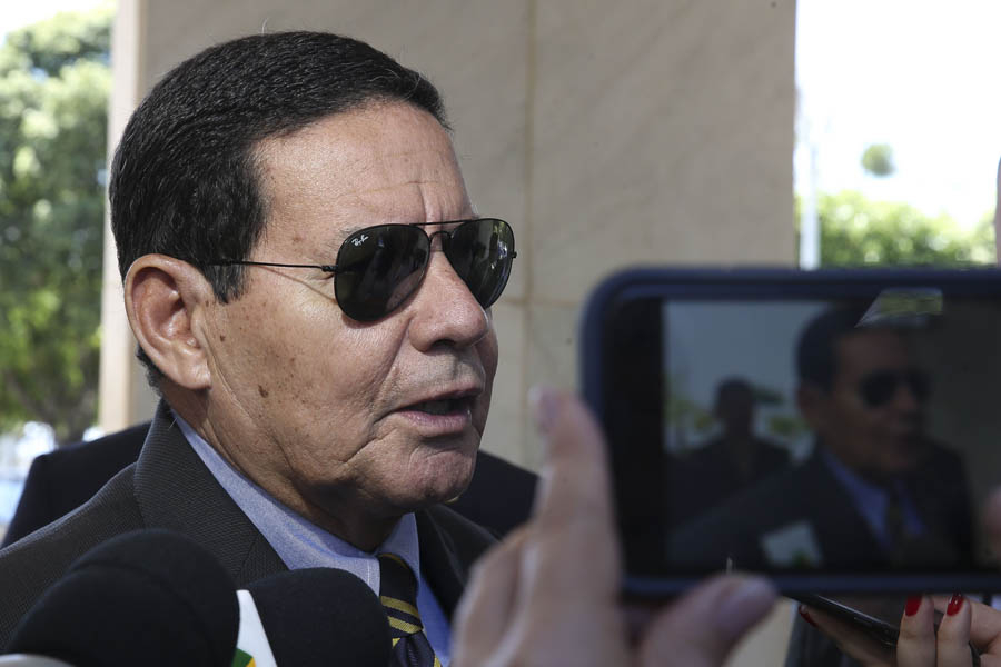 Mourão disse que governo continua orientando o isolamento social