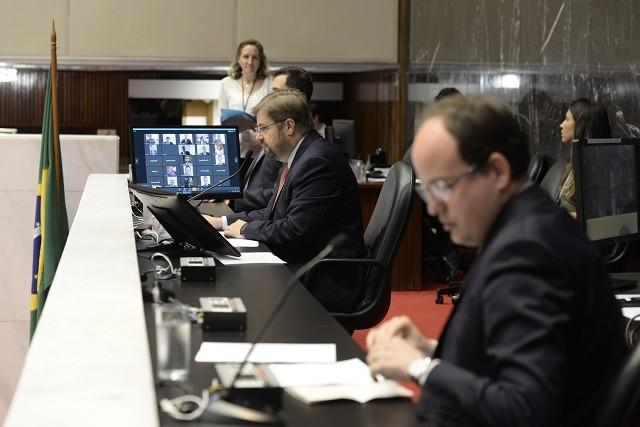 Reunião Extraordinária da ALMG os deputados registraram seus votos utilizando recursos tecnológicos