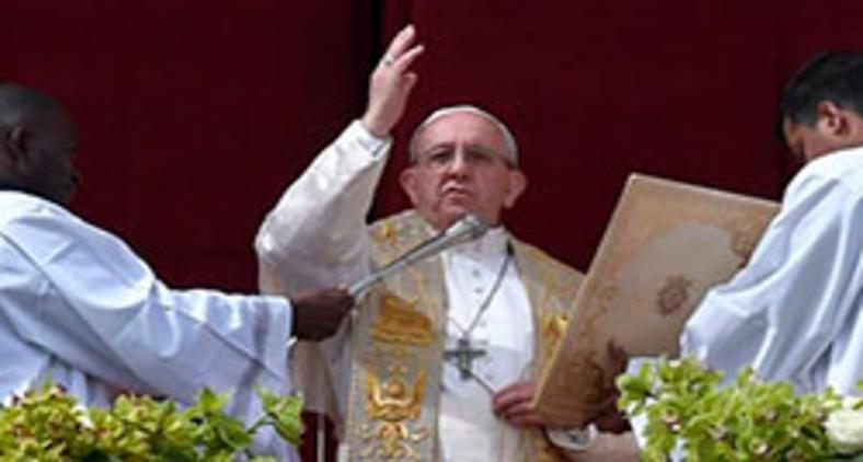 Papa Francisco durante bênção pascal Urbi et Orbi, em 2018 (Andreas Solaro / AFP)