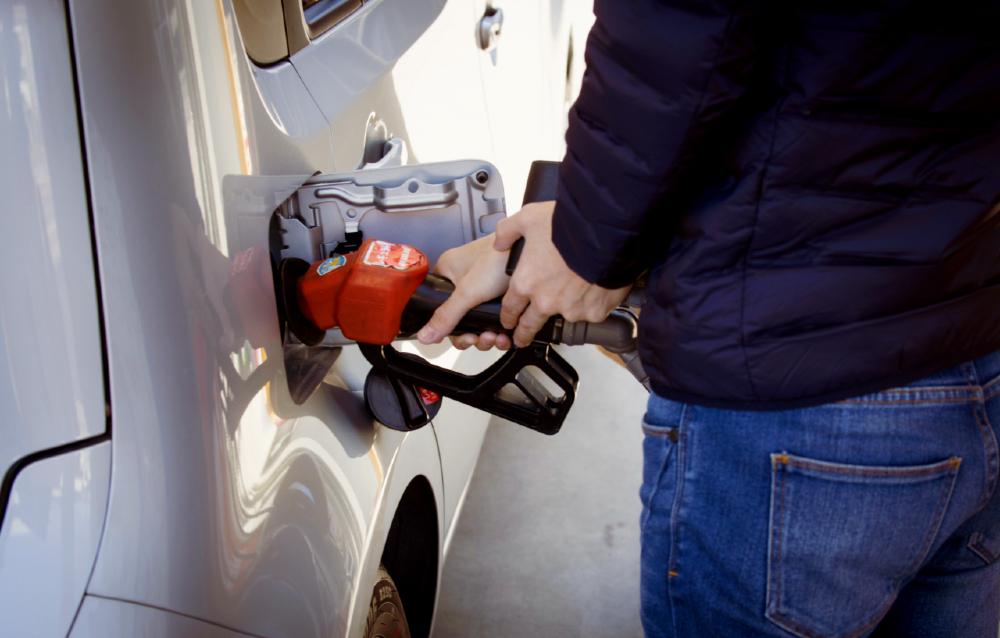 De acordo com analistas, a redução significativa do petróleo não chega com a mesma força ao varejo por várias questões