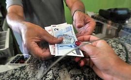 O porcentual de famílias com dívidas saltou para 66,2% este mês (Marcello Casal Jr./Agência Brasil)