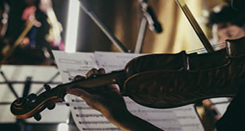 Lucas Bernarde é um gênio como o são todos os grandes instrumentistas (Julio Rionaldo/ Unsplash)